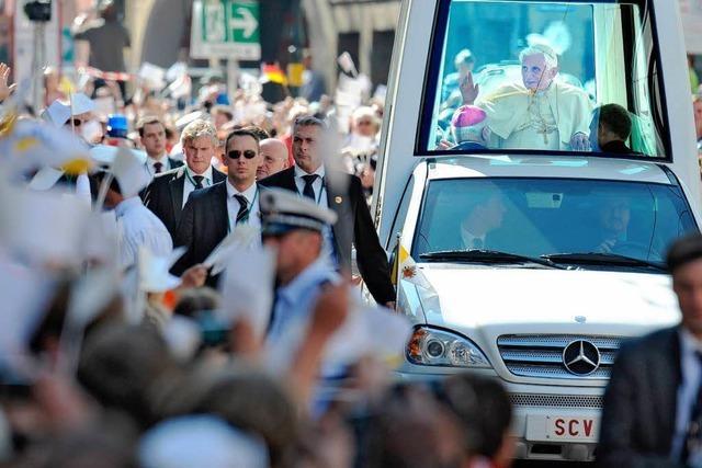 Fahrt durch Freiburg: Kein Knöllchen für den Papst