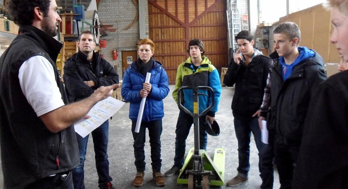 Bei der Zimmerei Holzbau Rombach bekam...abläufe in der Produktion vermittelt.   | Foto: Privat