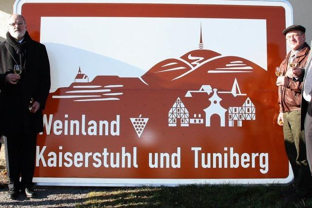 Neue Schilder an der A5: Tuniberg rückt zum Kaiserstuhl auf