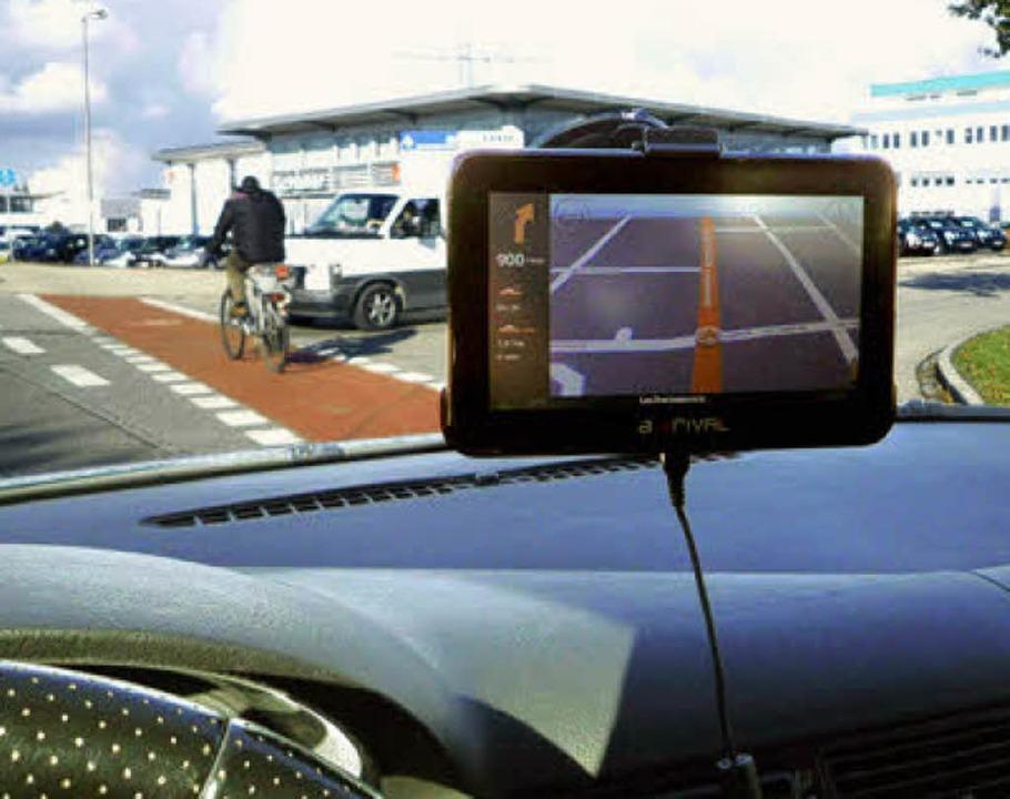 Sichthindernis portables Navigationsgerät im Auto    Foto: ADAC