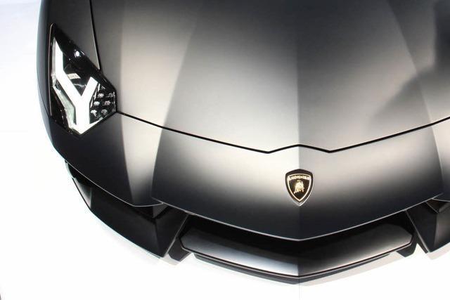 Gefahrguttransporter rammt Lamborghini – 250.000 Euro Schaden