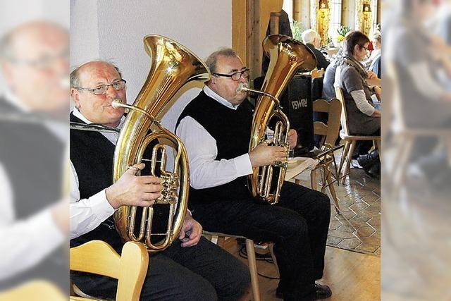 Die Tuba brummt, die Gäste trällern