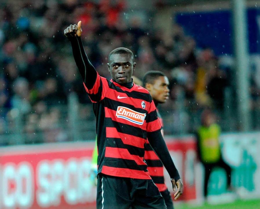 Papiss Demba Cissé: Auch im Spiel gege...trifft Freiburgs Torjäger Nummer eins.    Foto: Meinrad Schön