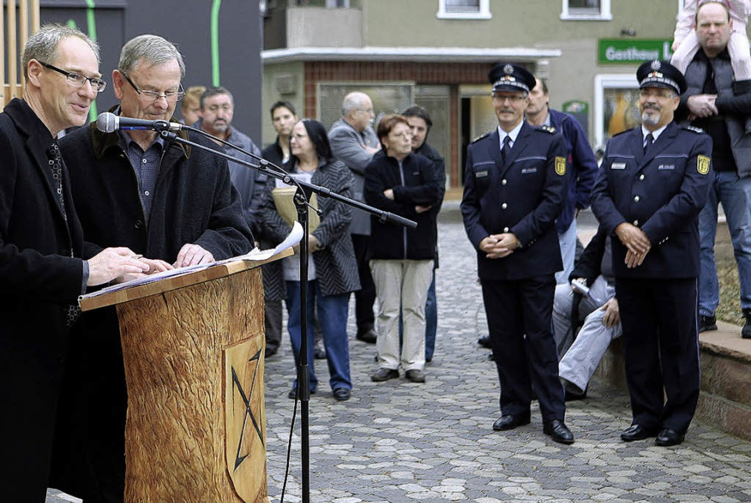 Bürgermeister  Karl Langensteiner-Schö...ffiziell seiner Bestimmung übergeben.     Foto: Christoph Breithaupt