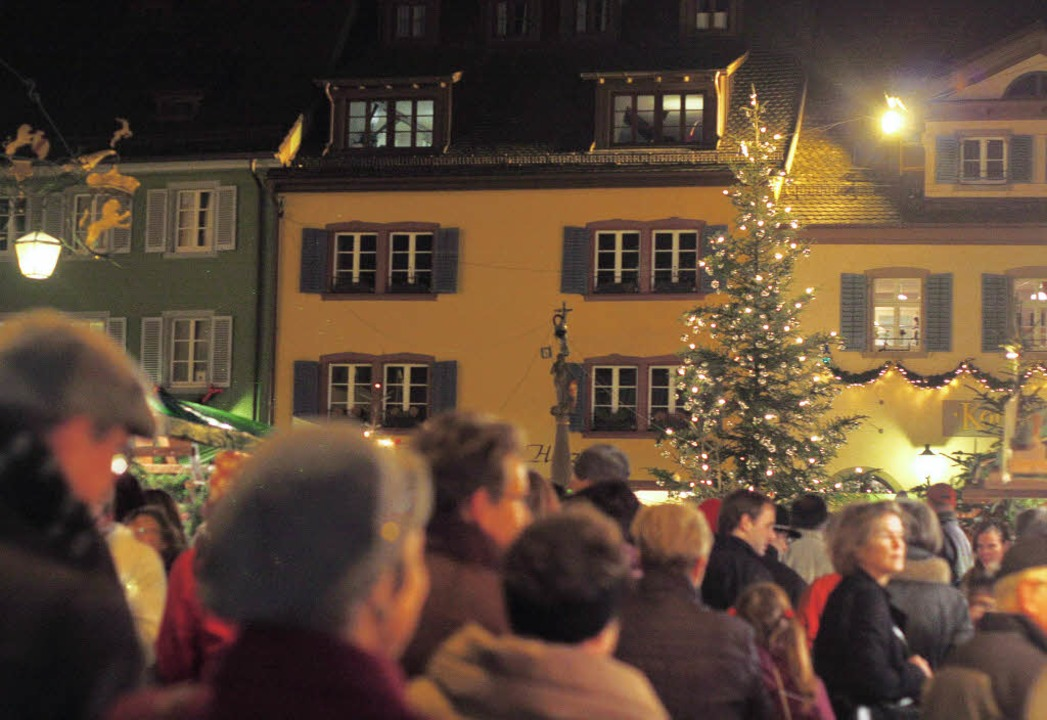 Der Staufener Weihnachtsmarkt erweist sich als Besuchermagnet.  | Foto: Alexander Huber