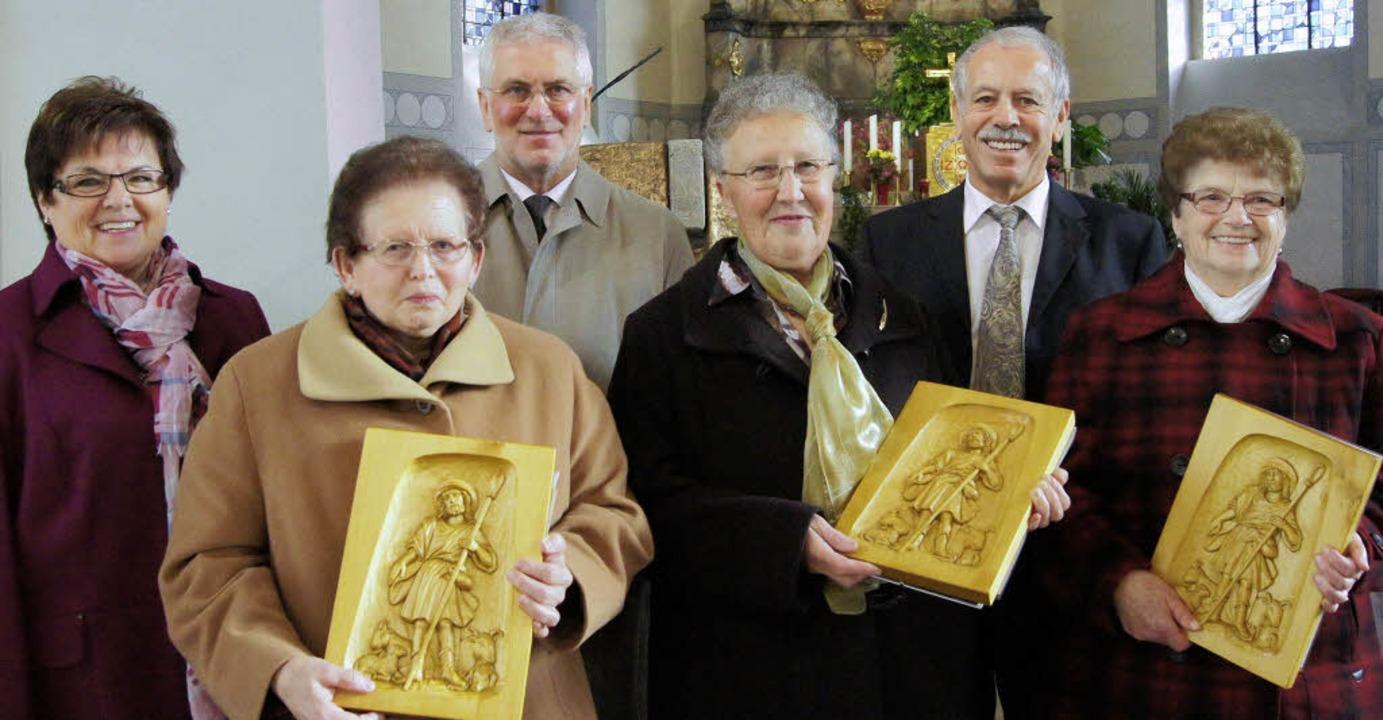 Dank für große Treue: (von links) Die ..., Willy Stoffel und Elisabeth Walter.     Foto: Roland Gutjahr