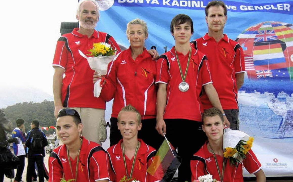 Raymund Meier (hinten links) freut sic...lt über den Titel des Vizeweltmeisters    Foto: privat