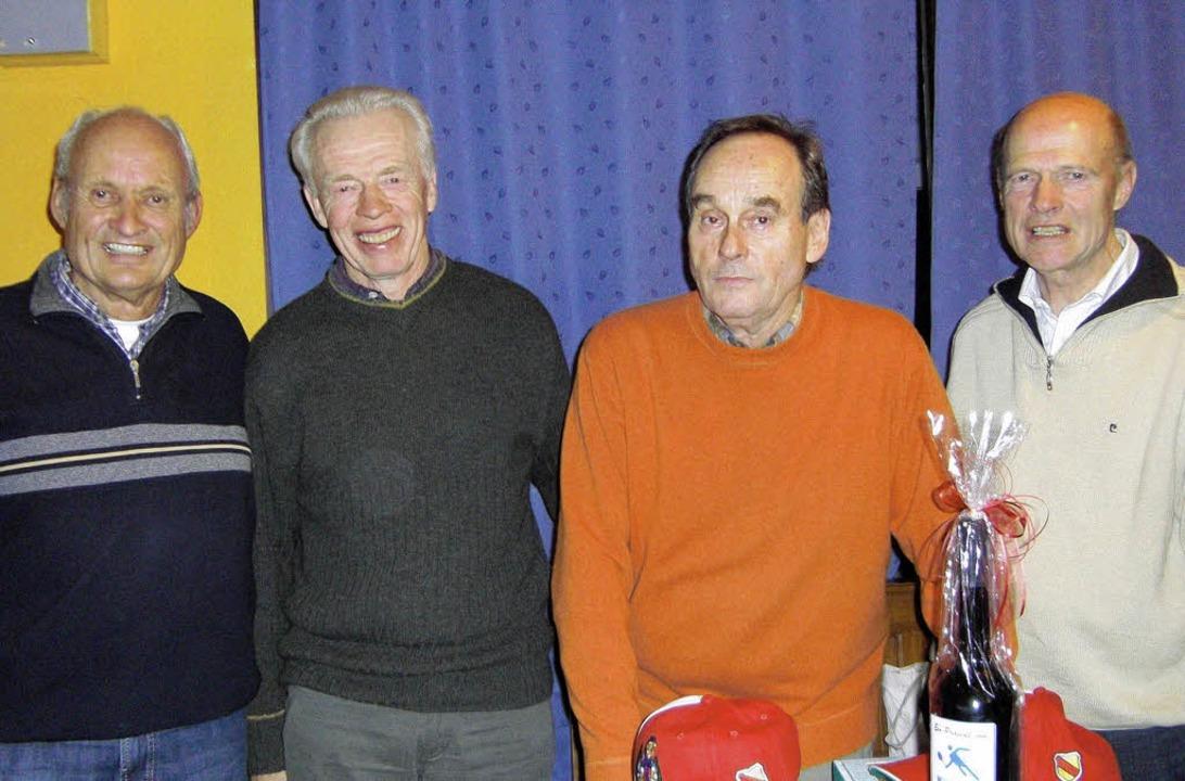 Sieger des Skatturniers (von links): H...rganisator Wolfgang Huber, Klaus Herr.    Foto: privat