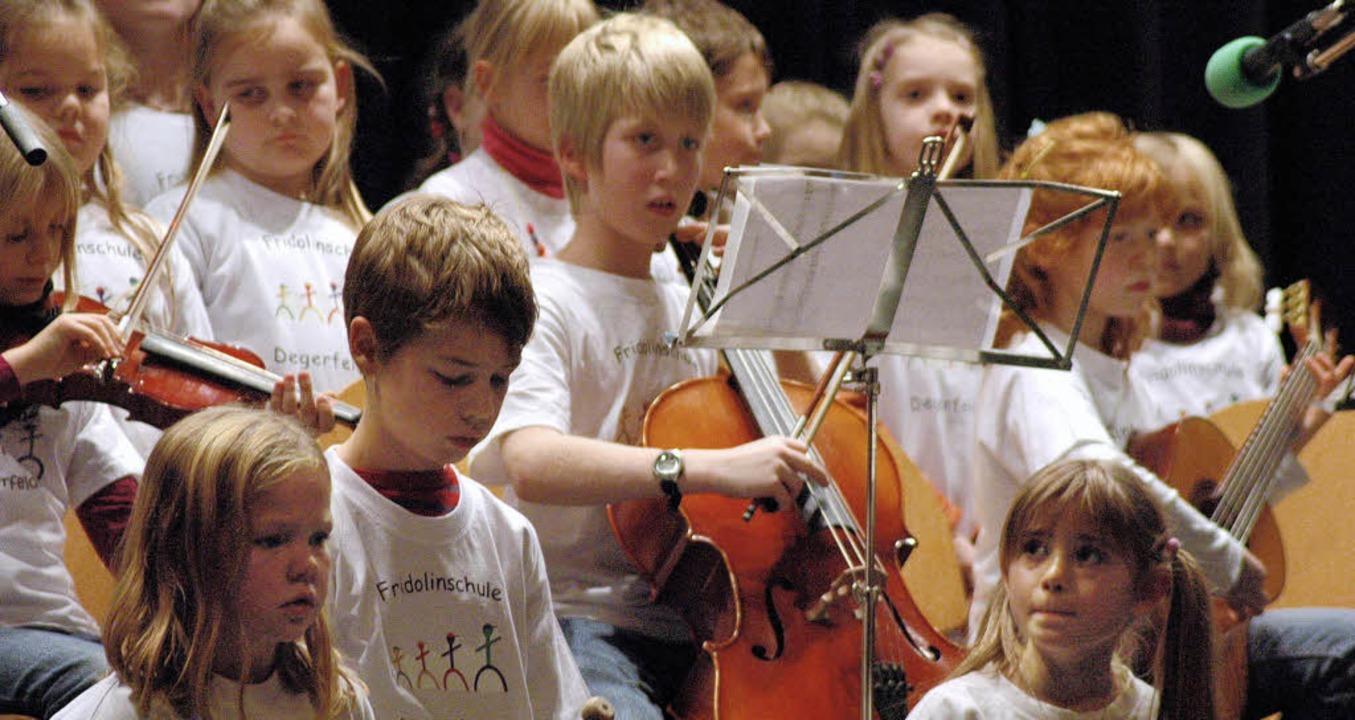 Schüler der Fridolinschule unterhielten die Senioren musikalisch.  | Foto: Leony Stabla