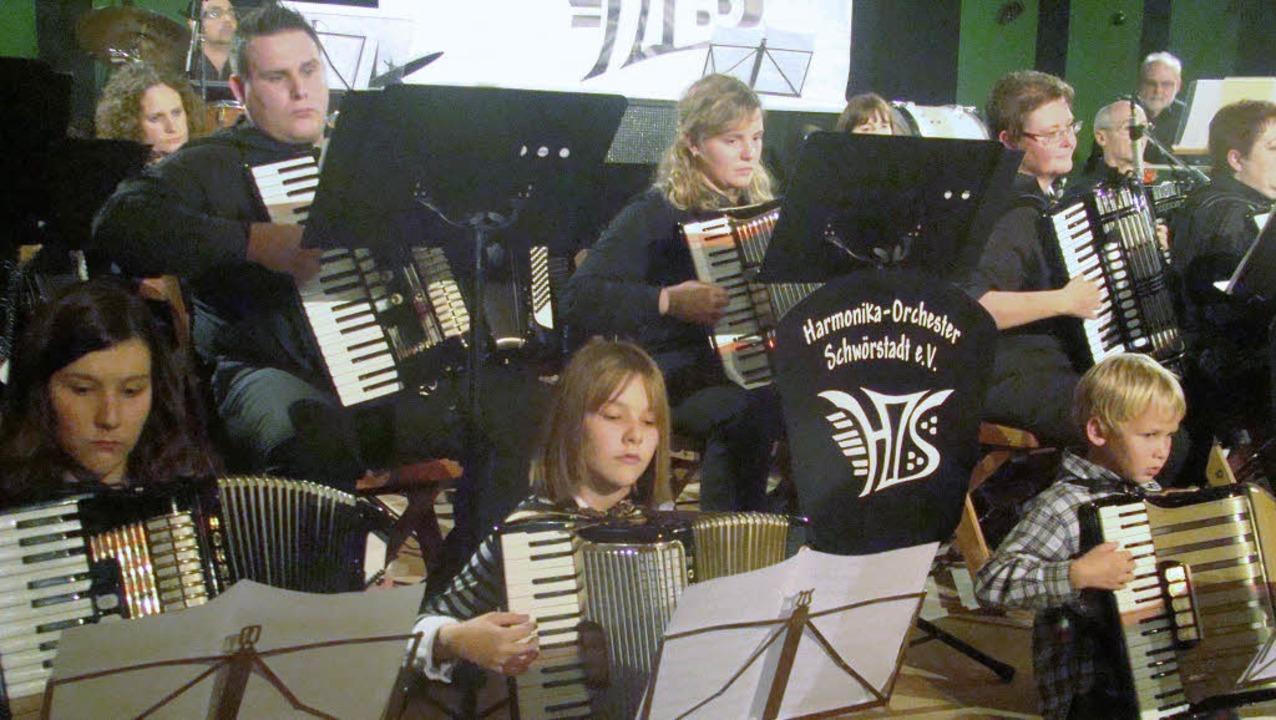 Die drei Zöglinge des Vereins und die ...itglieder begeisterten ihr Publikum.      Foto: Ingrid Arndt