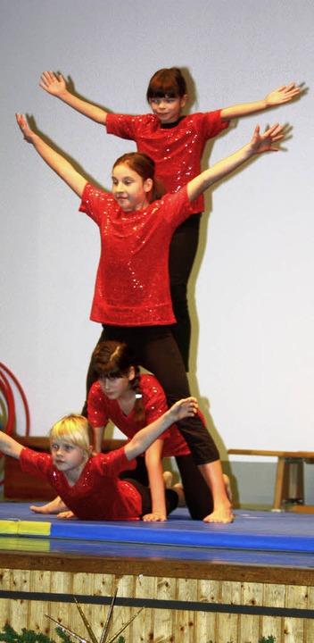 Auch die Mädchenriege zeigte ihr turnerisches Talent.    Foto: Heiner Fabry