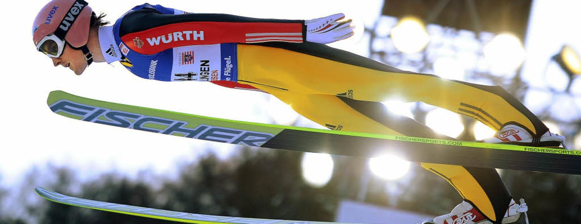 Obenauf: Severin Freund etabliert sich... in der Spitze der besten Skispringer   | Foto: dpa