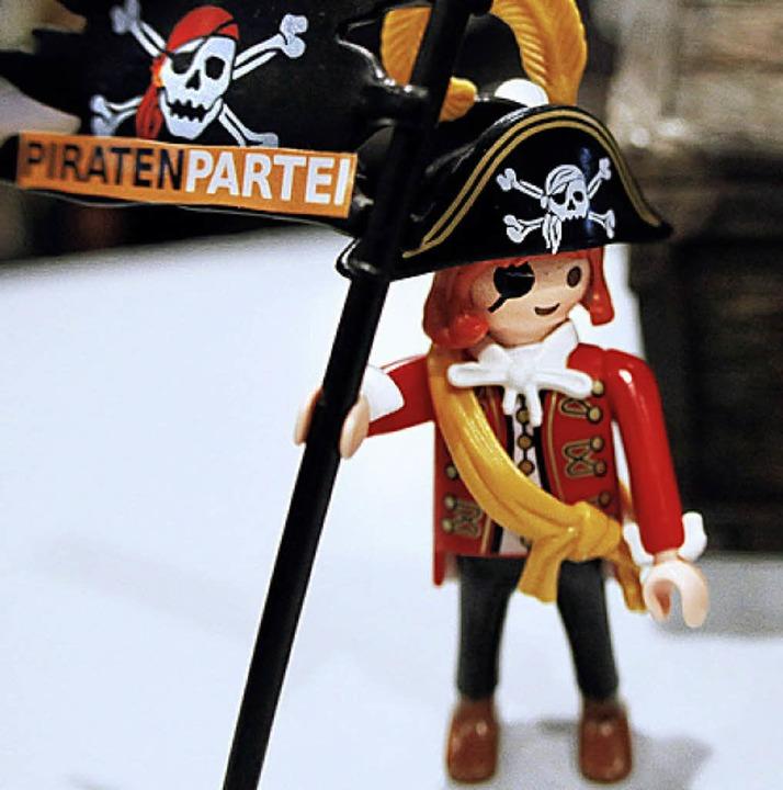 Tischschmuck eines Piraten auf dem Parteitag    Foto: DAPD