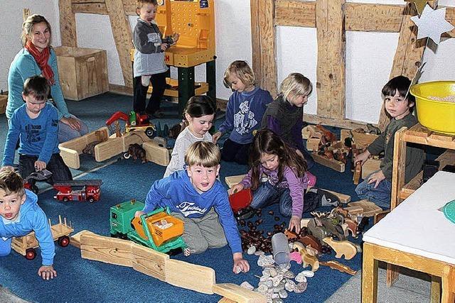 Kindergartenkinder in der Schule