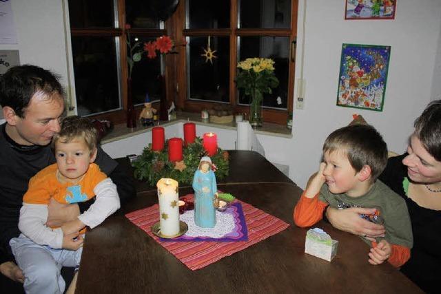 Ein kleiner Gast aus Holz für eine Adventsnacht