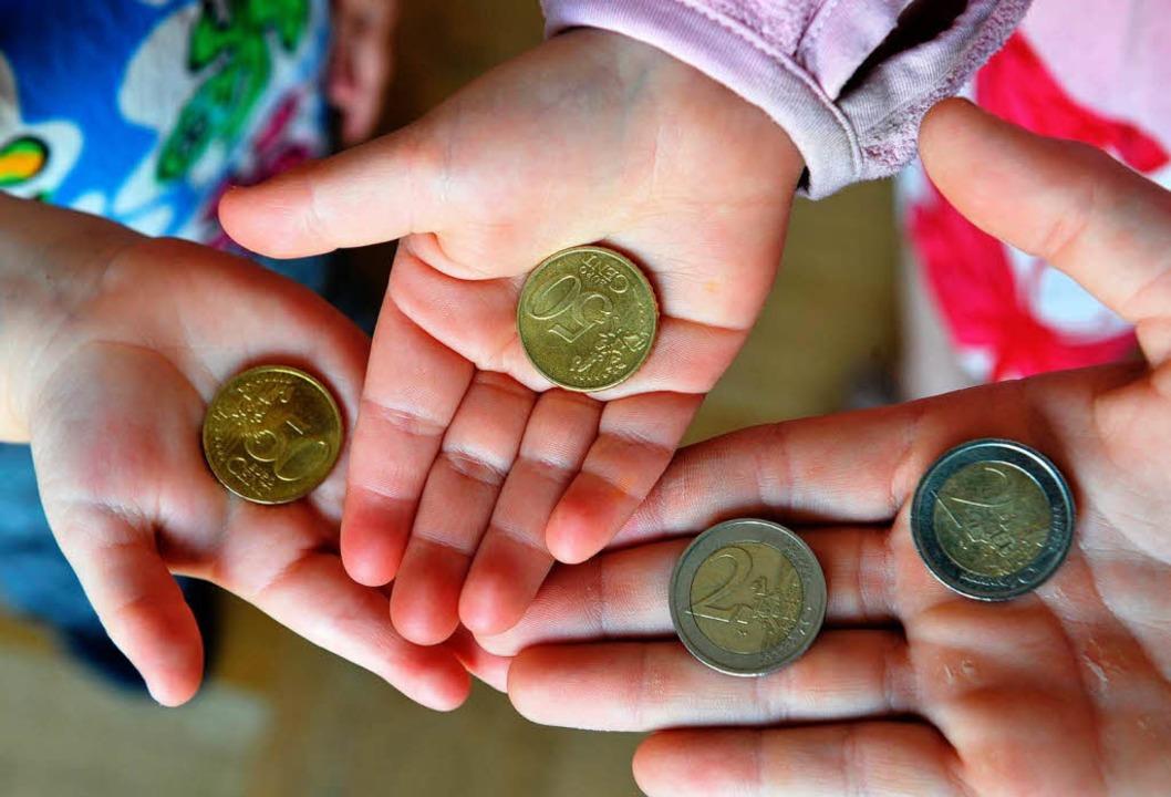 Die Reichen haben immer mehr, die Armen immer weniger: Realität in Deutschland  | Foto: dpa
