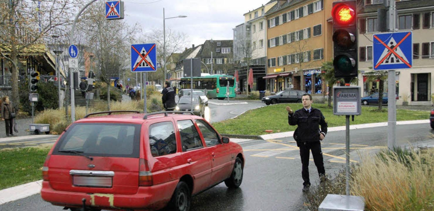 Weil das Rot nicht enden wollte, griff die Polizei ein.     Foto: Lauber