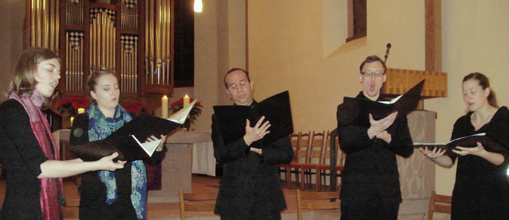 Die Sänger Agnes Coakley, Laura Heller...on MacHale und Maria Weber (von links)  | Foto: Steineck