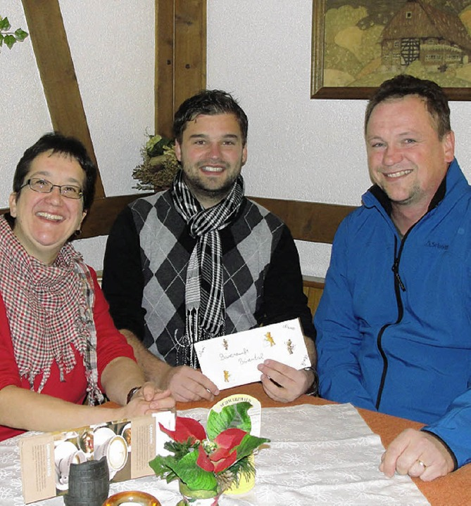 Babsi Borrmann und Pius Steiert (recht...BZ-Aktion Weihnachtswunsch gespendet.     Foto: Tina Hättich