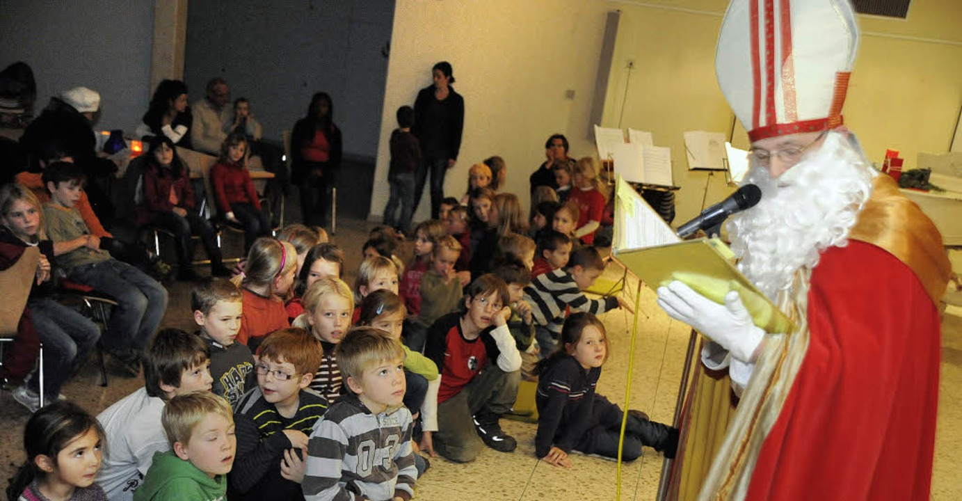 Von vielen Kindern wurde der Nikolaus ...ett zu begegnen hatte er für sie parat  | Foto: Markus Zimmermann