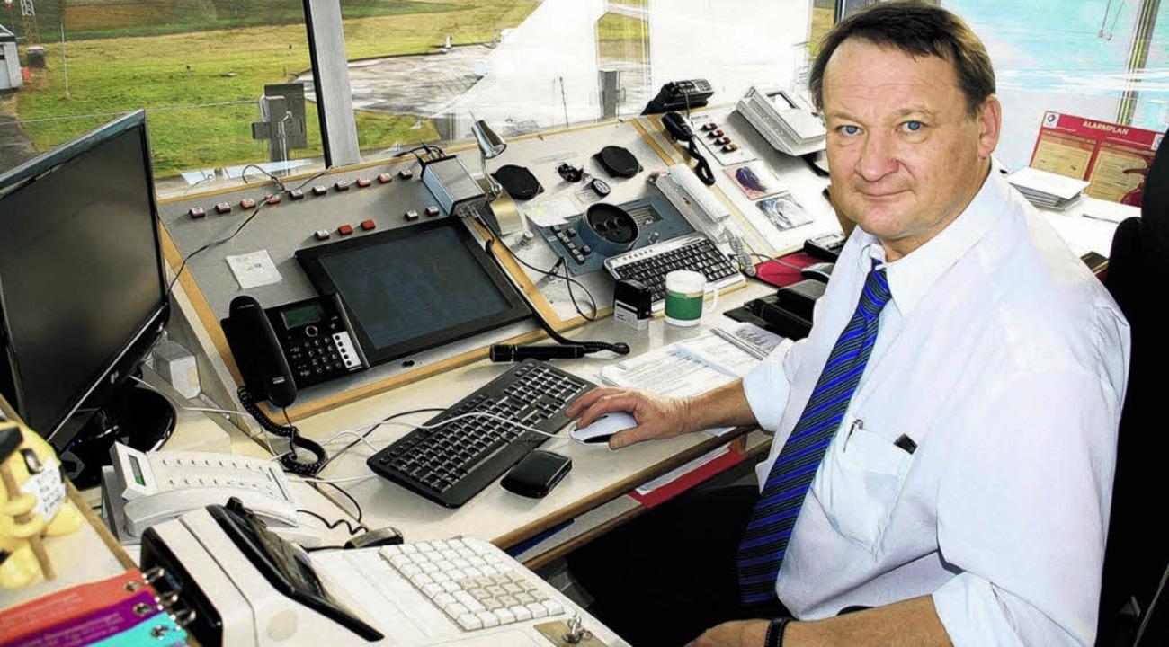 Vom seinem Platz im Tower des Flugplat...nd 17 Prozent zugelegt. Bild: Schröter  | Foto: Schröter