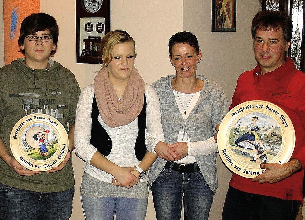 Gewinner der Ehrenscheibe und die neue...ngela Leisinger mit Reinhard Knispel.     Foto: privat
