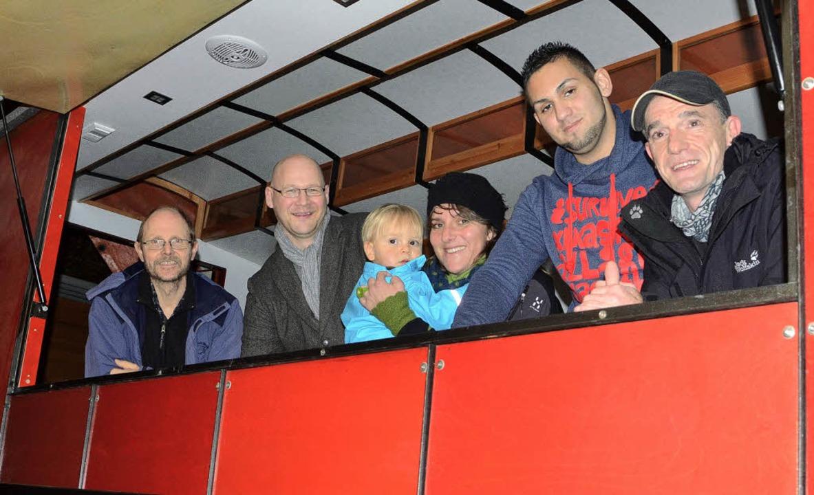 Die Mitbeteiligten im Bauwagen, der zu...Oswald, Jeton Bajramaj und Axel Brand.    Foto: Barbara Ruda