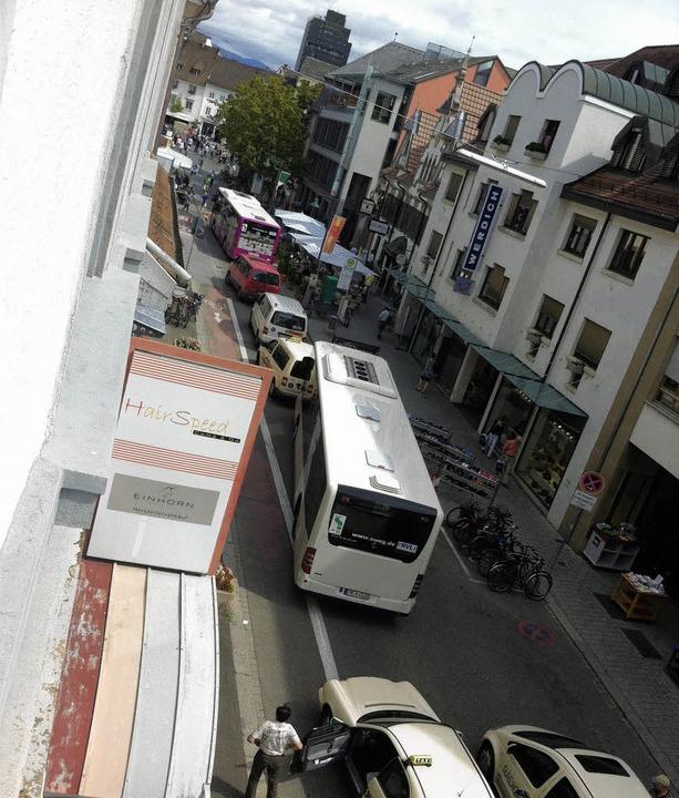 Alltag in der Basler Straße: Dichtes G...icher Anliegerverkehr fließen dürfte.   | Foto: Privat