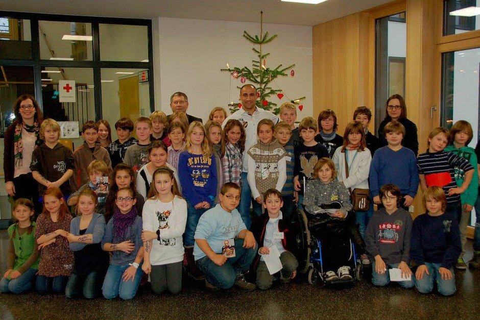 Boxprofi Arthur Abraham besucht im Rahmen der BZ-Aktion Zeitung in der Schule (Zisch) die Mörburgschule in Schutterwald. (Foto: Ralf Burgmaier)