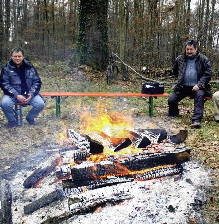 Mit einem zünftigen Lagerfeuer wurde d...portvereins für die Bewirtung sorgte.   | Foto: horst david