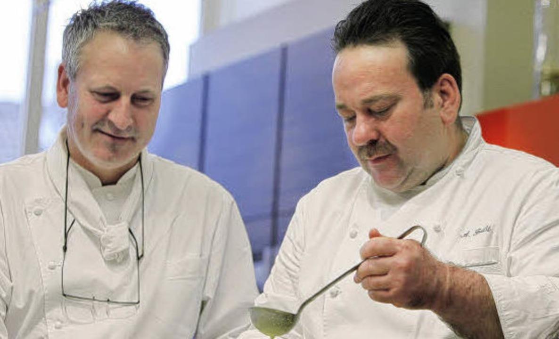 In diesem Jahr  machen Thomas (links) ...itung Appetit auf ihr Weihnachtsmenü.   | Foto: Archiv: Christoph Breithaupt