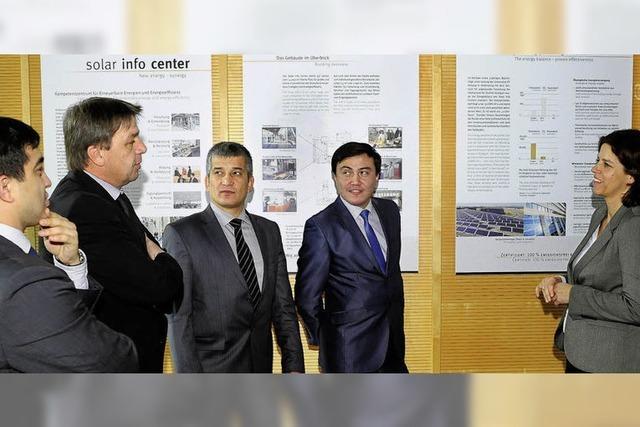 Usbekische Delegation recherchiert in Freiburg zu erneuerbaren Energien