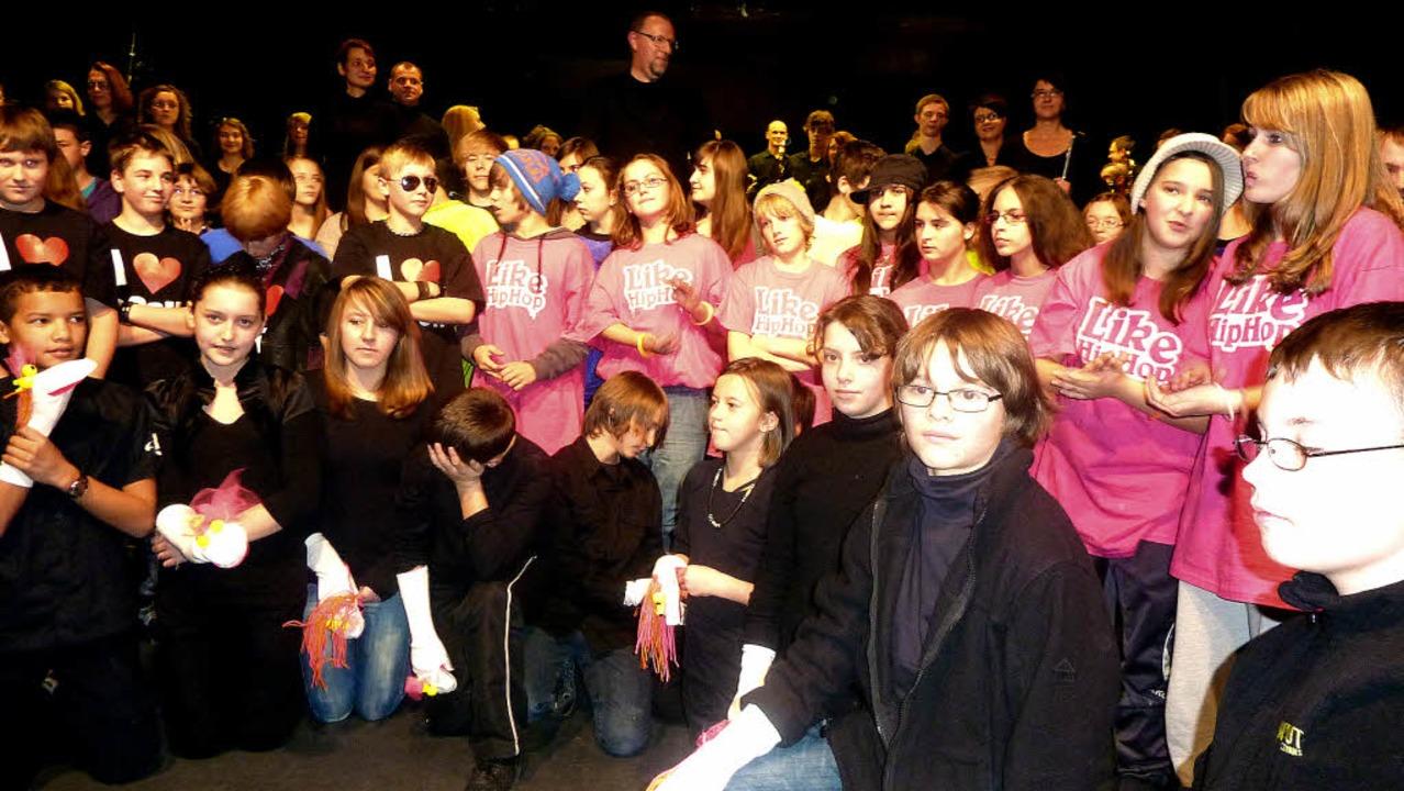 Die Schülerinnen und Schüler der Hebel...t am Samstagabend im Kurhaus Titisee.   | Foto: Karla scherer
