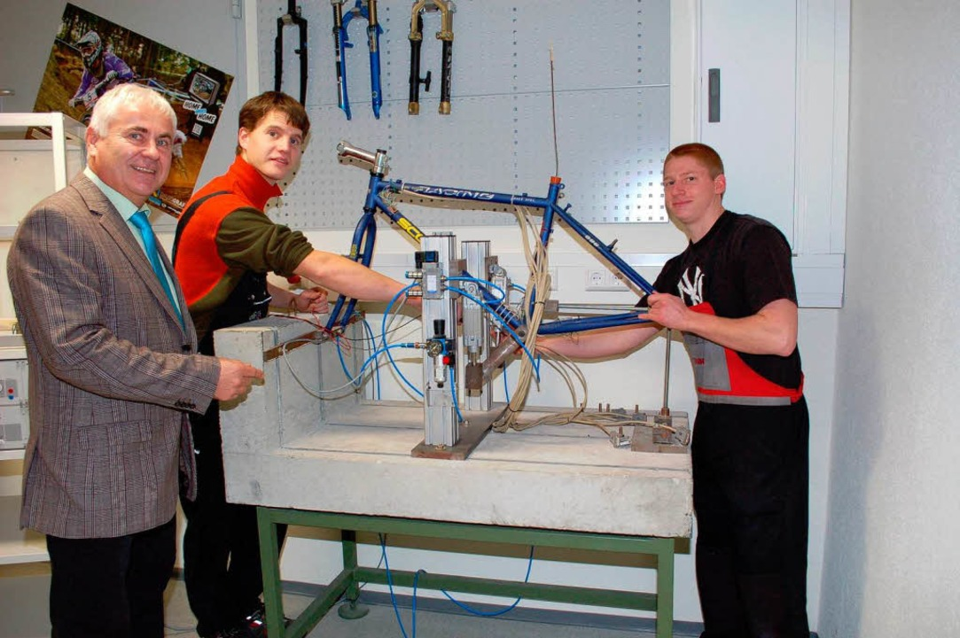 Norbert Meigel (links), Rektor der Gew...eut sich auf das Technische Gymnasium.  | Foto: Gerold Zink