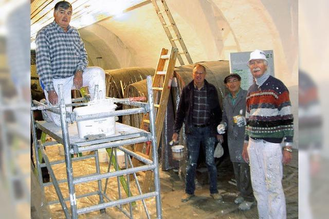 Die Maler im Weinkeller des Museums
