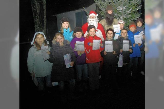 Turner feiern feuchte Weihnacht drauß' im Walde
