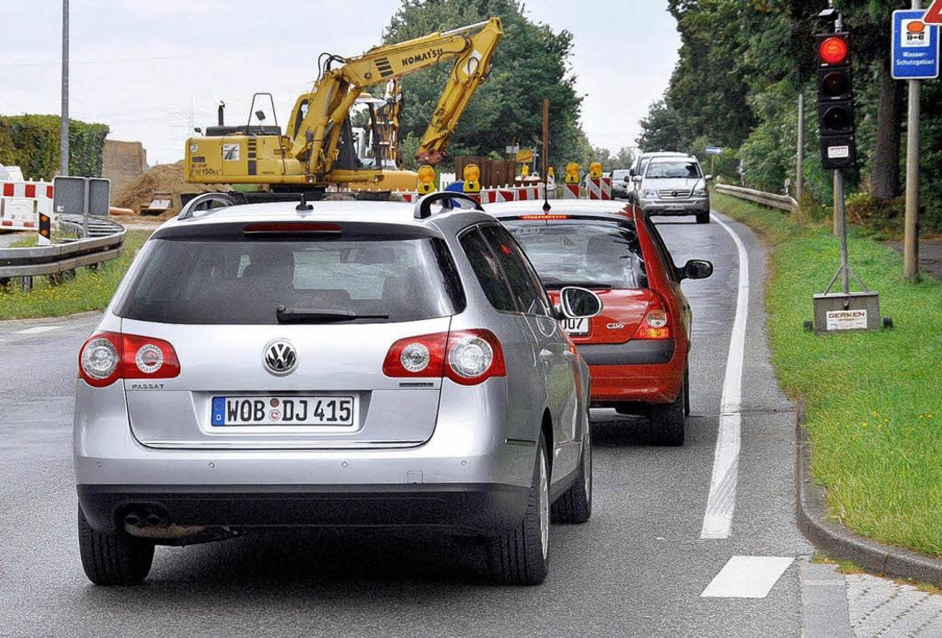 Wartende Autos an Baustellenampel  | Foto: VW/hp