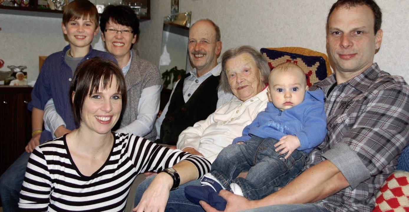 Bei Urgroßoma Maria Schillkowski  fühl...cole und ihre Familie sichtlich wohl.     Foto: Ulrike Sträter