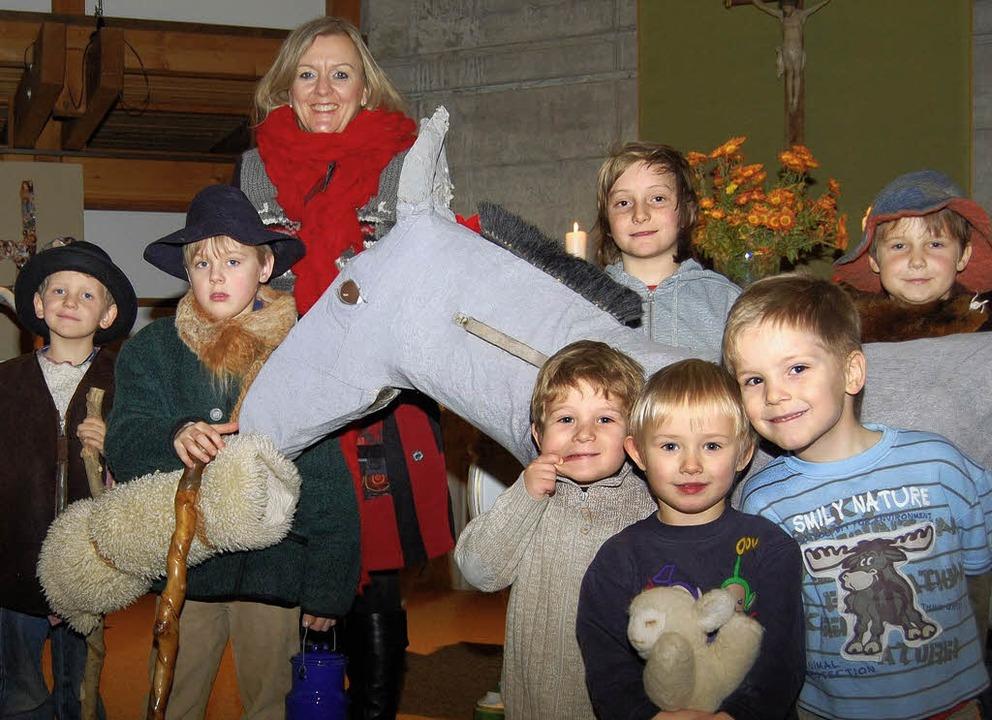 Dorothea Brasch-Duffner probt mit den ...ppenspiel in der evangelischen Kirche.    Foto: Renate Tebbel