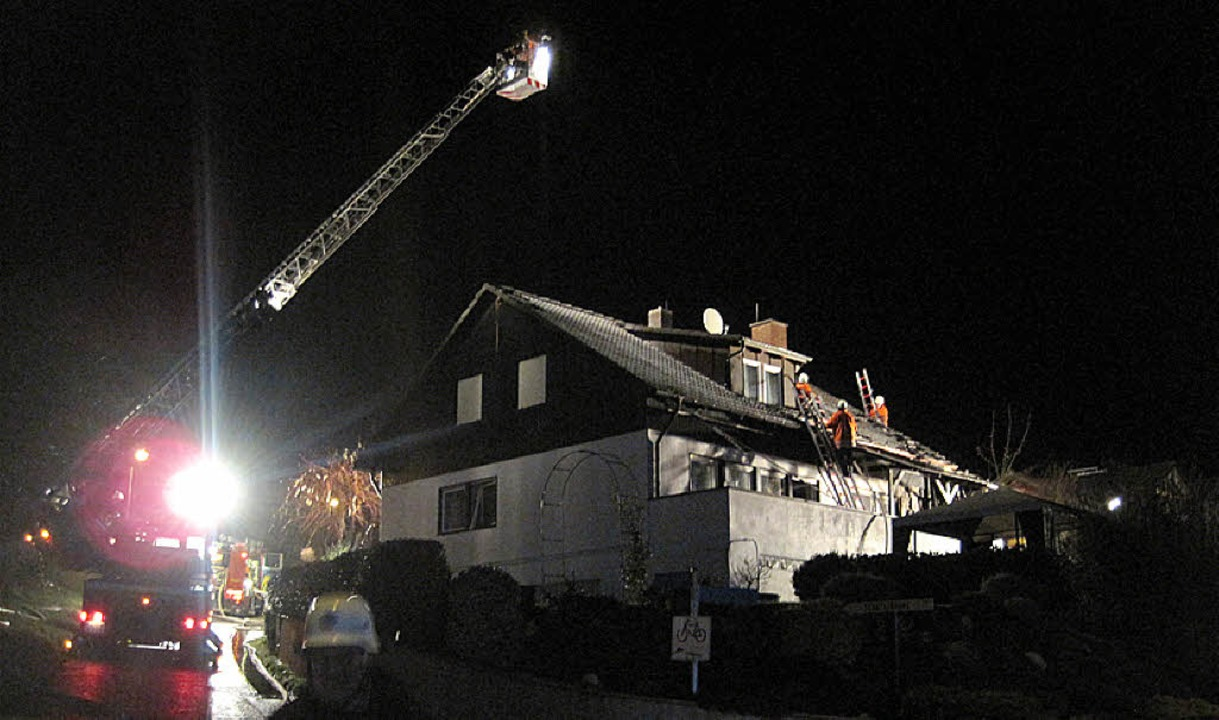 Warum brannte das Wohnhaus am Lügle? Die Kripo schließt Brandstiftung nicht aus.  | Foto: Schörlin