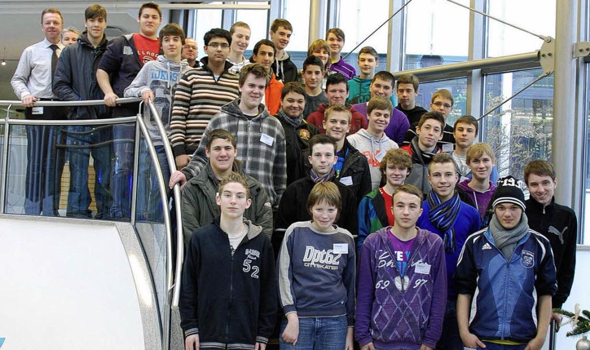 Eine Klasse der Berufsfachschule Elekt...Maulburger Messtechnikhersteller E+H.   | Foto: Privat
