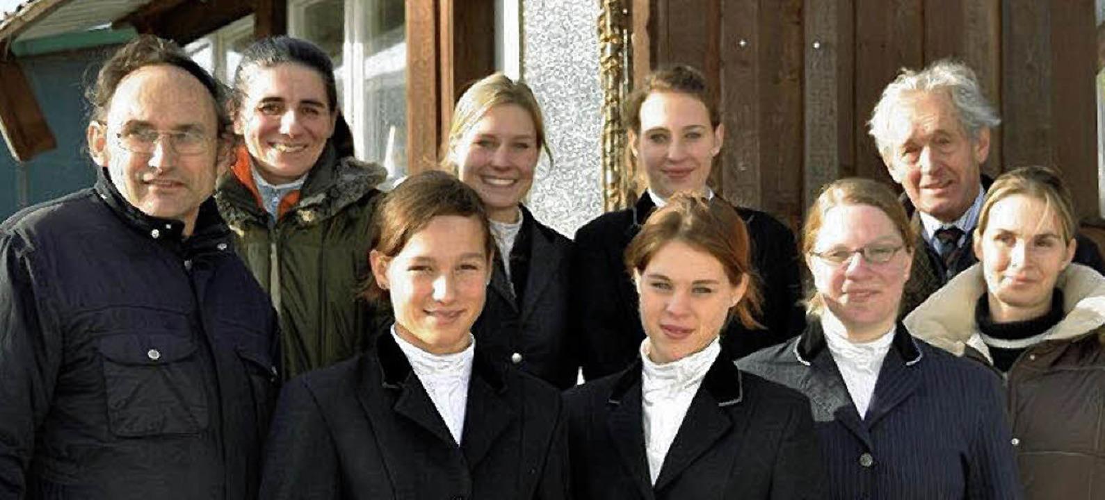 Schafften das Reitabzeichen (von links...ier und Nina Dreher                     | Foto: BZ