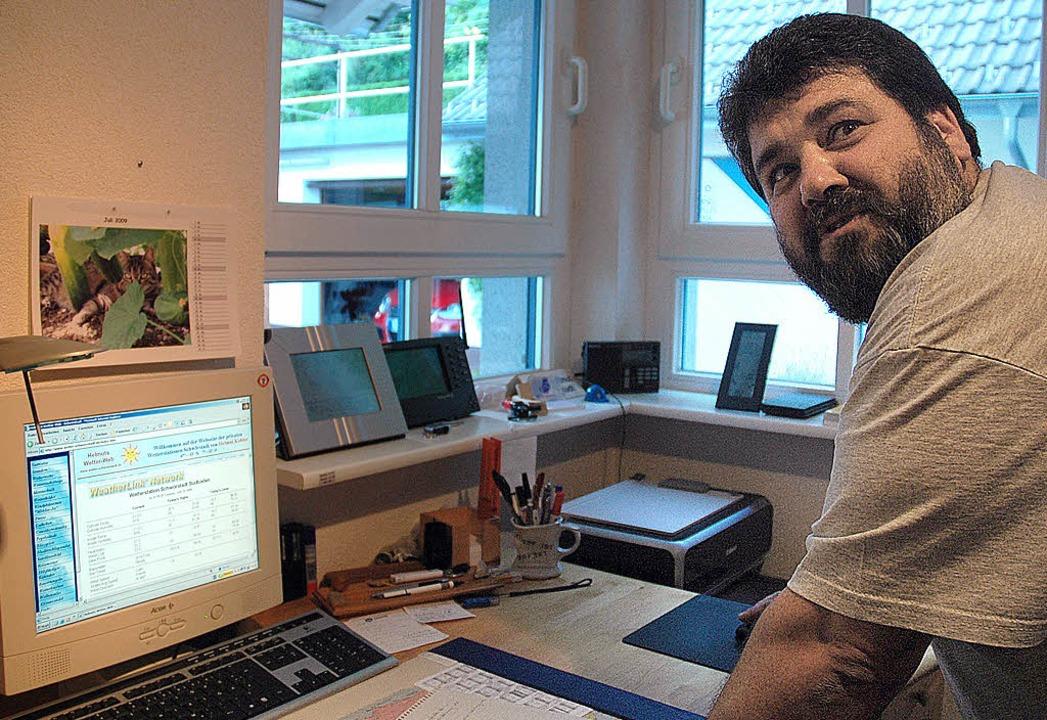 Für den Hobby-Meteorologen Helmut Kohl... Computer ein wichtiges Arbeitsmittel.    Foto: Ralf H. Dorweiler
