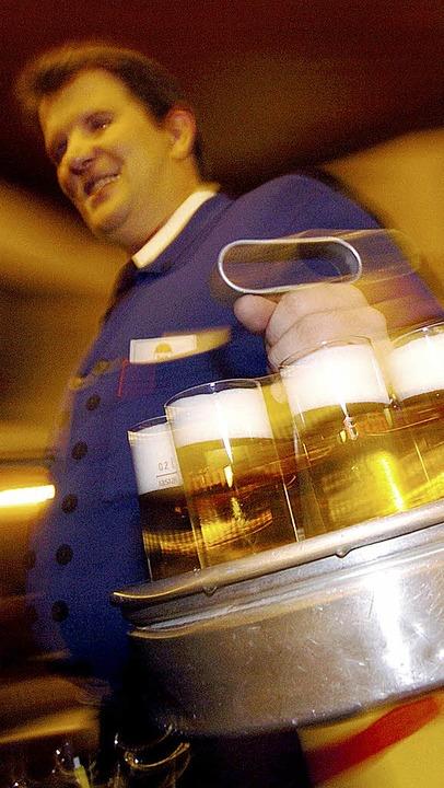 Zahlten Biertrinker mehr als nötig für den Kranz Kölsch?   | Foto: dpa