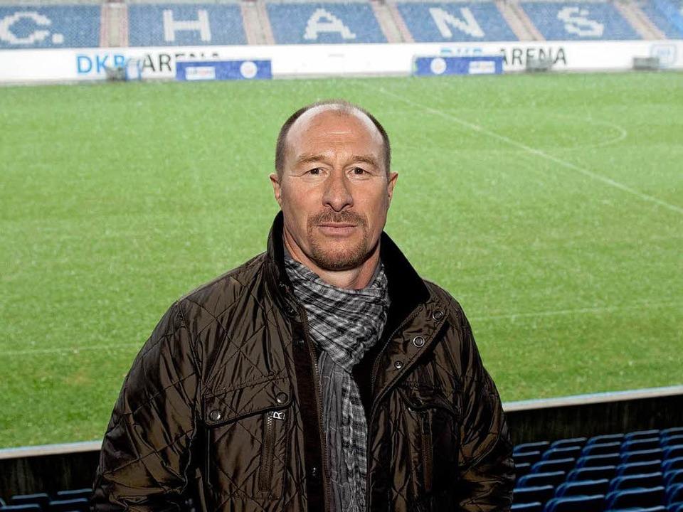 Wolfgang Wolf, der neue Cheftrainer de...s Geisterspiel als Trainer bestreiten.  | Foto: dpa