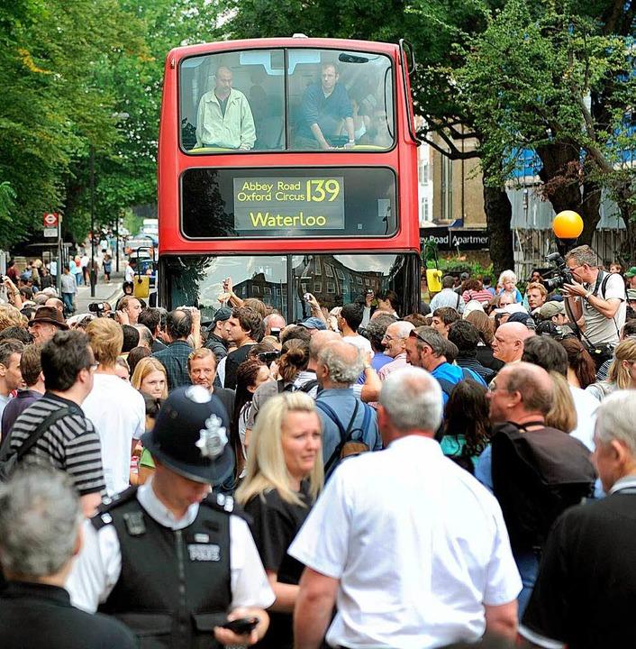 Am 40. Geburtstag des Abbey Road Albums war die Straße voll mit Beatles-Fans.  | Foto: dpa, usage Germany only, Verwendung nur in Deutschland