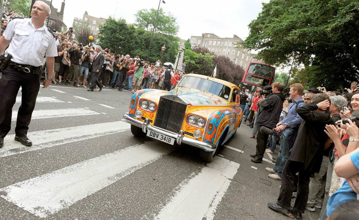 Sogar ein Nachbau des berühmten bunten...n Lennon wurde an dem Tag vorgefahren.  | Foto: usage Germany only, Verwendung nur in Deutschland