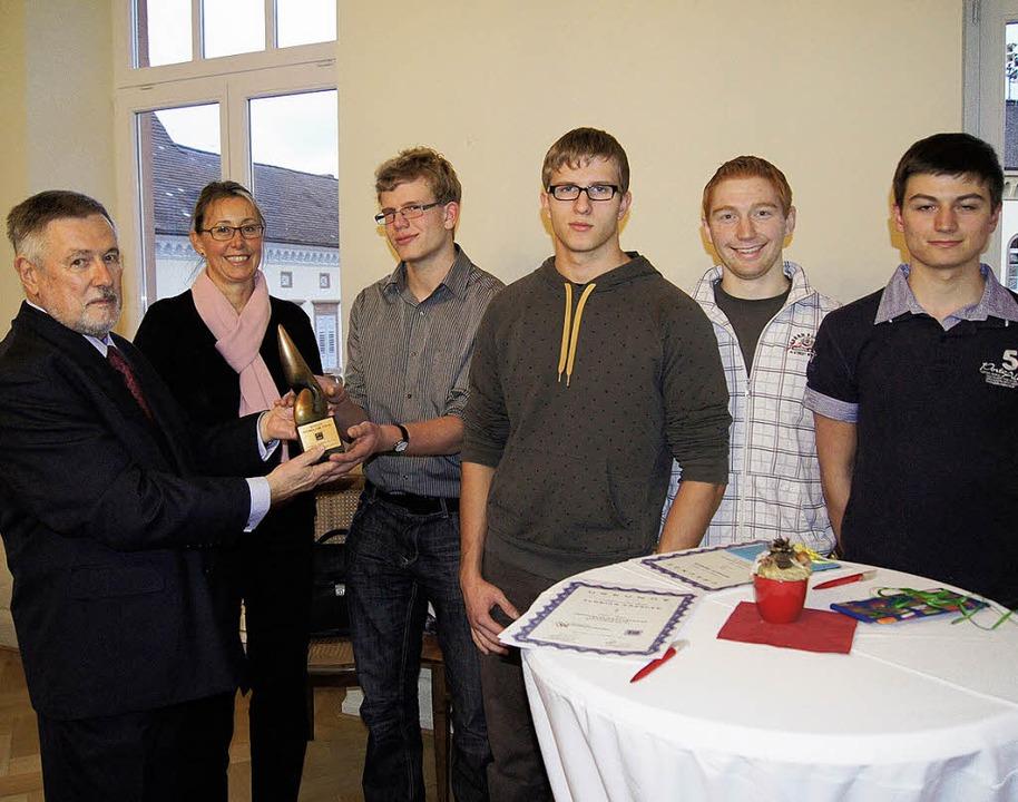 Der Leiter des Steinbeis-Instituts, Ar...el Beuck, Simon Keller und Marco Deger  | Foto: Klein