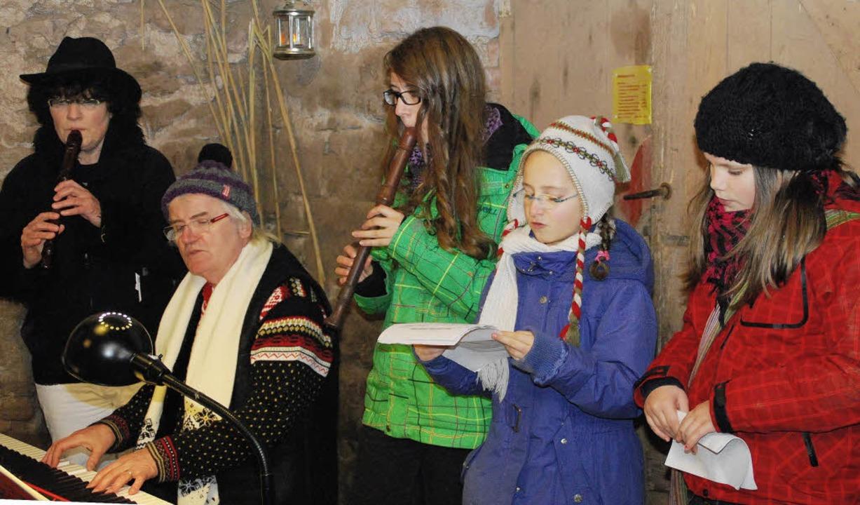 Seltene Töne im Stall: Flöte, Klavier und Gesang   | Foto: fotos: Edgar steinfelder