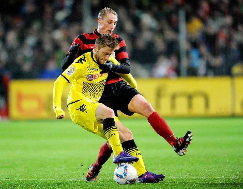Felix Bastians (hinten) wurde vom SC F...ach einem neuen Arbeitgeber umzusehen.  | Foto: dapd